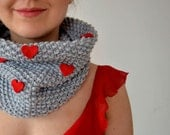 Valentine's day scarf - Knitted scarf  with felt hearts - greenaccordion