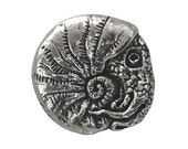 Nautilus 13/16 inch ( 21 mm ) Green Girl Pewter Metal Button