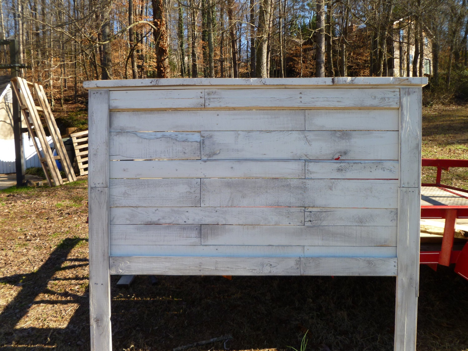 Distressed white queen headboard made from pallets for Queen size pallet headboard plans