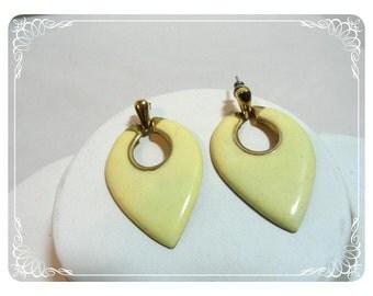 Vintage Yellow Cream Earrings -  Vintage Light Yellow Enamel Pierced  E486a-071812000