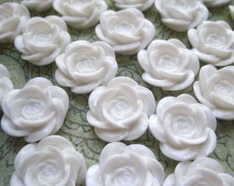 Resin Flower Cabochons / 6 pcs Off White Resin Flowers / Rose Cabochons 18mm