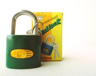 Vintage retro green padlock miniature lock and key with original box (UNUSED)