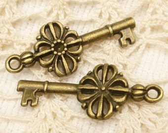 Victorian Look Skeleton Key Charms, Antique Bronze (6)   - A71