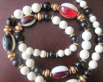 Lucite 1960s spectator beaded necklace red white blue