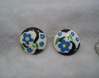 Vtg RETRO Pierced Earrings-Flower Buttons-R537