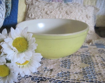 Large Size Pyrex Bowl Country Style / 6 inches tall and 10 inches across :)