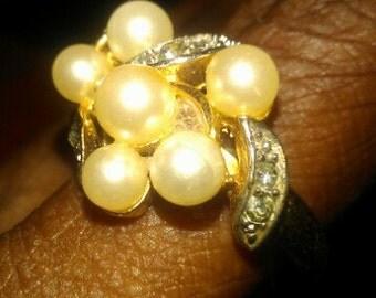 Avon Pearl  Rhinestone  Ring......