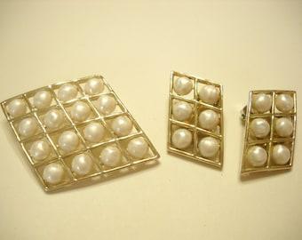 VINTAGE BROOCH and EARRINGS (5083) Faux Pearls