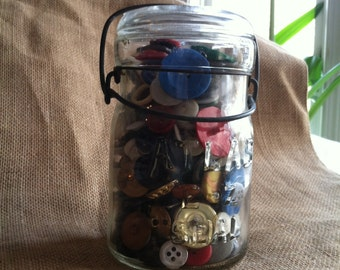 Totally Sweet Antique Bail Atlas, E Z Seal Jar Full of Buttons, Pint Size