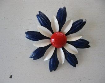 vintage. BROOCH. flower. ENAMEL. pin. DAISY. 1960s. large.
