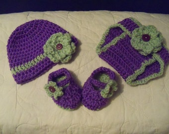 Flower hat and diaper cover set with booties