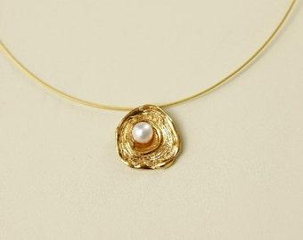 pendant with pearl, modern pendant, minimal pendant, geometric pendant, statement pendant, disk pendant, gold pendant, silver pendant