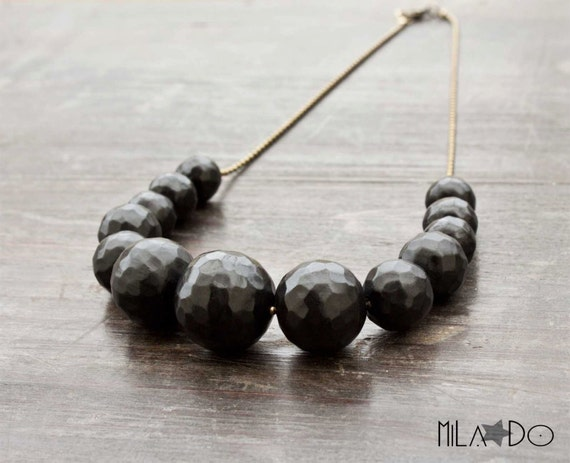 Pôle Necklace in black - Geometric necklace - Handmade beads - Facetted beads - Choker necklace