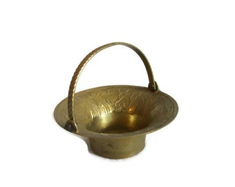 Mini basket vintage brass, embossed & ornate, articulated handle, Miniature dollhouse furniture, rustic old bowl, shelf decor, candle holder