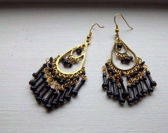 Vintage 1980s Black Seed bead And Gold Tone dangle Earrings