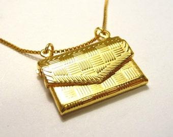 A mni gold handbag pendant necklace, A mini gold handbag charm