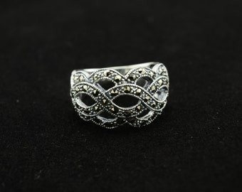 bali sterling silver ring--size 9.5
