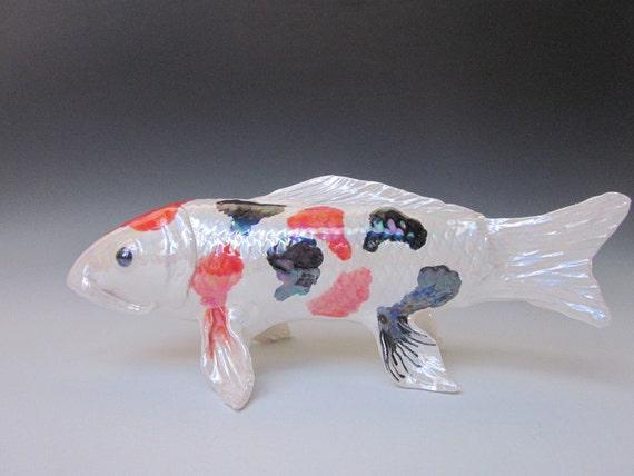 Escultura de pez koi hecho a mano pez escultura por koijoy for Carpa koi negra