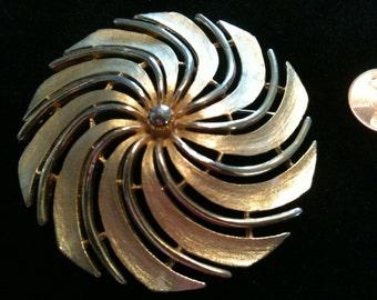 Vintage Sarah Coventry Golden Swirl Brooch