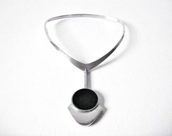 Modernist French Sterling Silver Choker Necklace With Pendulum Pendant Set With Black Stone