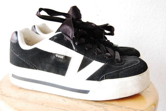 90s platform flatform skater vans black and white suede. Black Bedroom Furniture Sets. Home Design Ideas