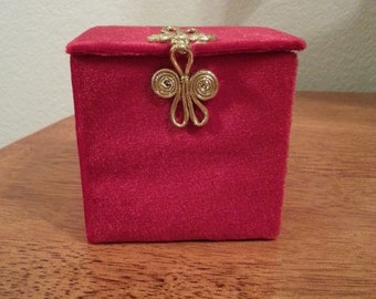 Pretty Little Crushed Velvety Red Box