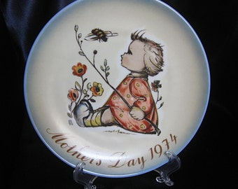 Mother's Day Plate, The Bumblebee -Vintage 1974, Sister Berta Hummel