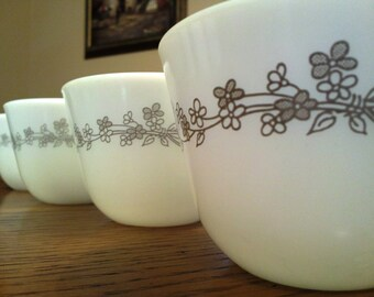 Five Ribbon Bouquet Corning cups