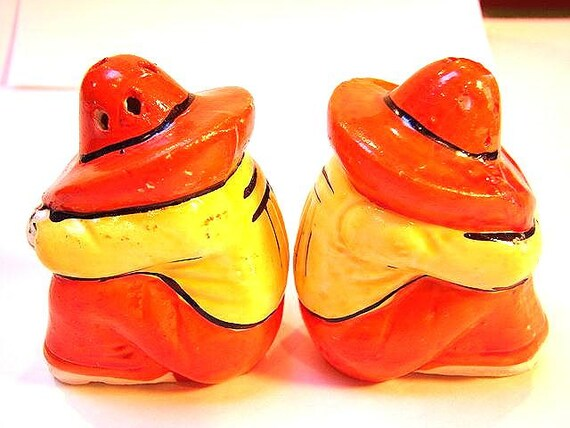 Colorful sleeping mexican men salt and pepper shakers 1940 Colorful salt and pepper shakers