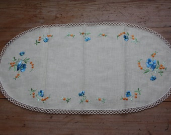 Beautiful floral silk embroidered  tablerunner with lace from Sweden