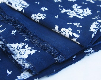 1.64 x 1.29 yards blue and white floral