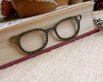 1x Retro Glasses Pendant, Large Antique Brass Necklace Pendant C306