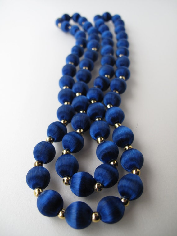 Glossy Vintage Blue Thread Bead Necklace