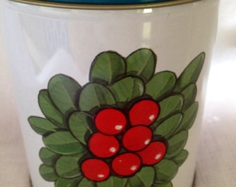 Nice 70s tin canister with red berries. Scandinavian design made in Sweden.