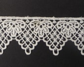 "Tudor Style Deep Point Lace for Renaissance/Elizabethan Reenactment, 1 1/2"" (38mm) - sold by the half yard"