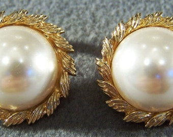 Vintage yellow  gold  tone  Large Round Domed Faux  Pearl bold clip on earrings     W