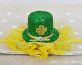 St patty's day sparkle green tophat on yellow lace