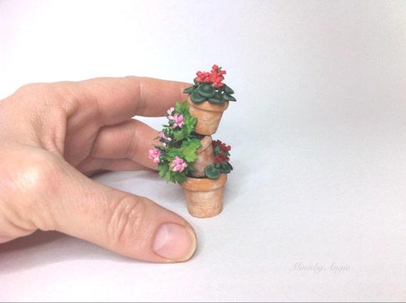 Planta en miniatura torre de macetas con geranios hecho a for Macetas miniatura