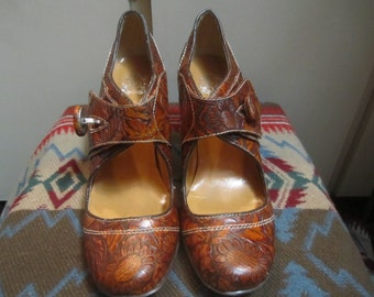 Womens Tooled High Heels Size 9