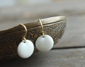 White enamel earrings // wedding // bridal // elegant // white gold - picturing