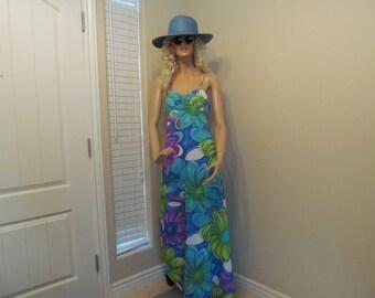 1970's Hawaiian Long/Maxi Dress in Beautiful Big Bold Print