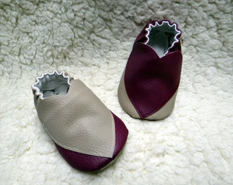 Young slippers baby two-colored in imitation leather with motives hearts, customizable size.