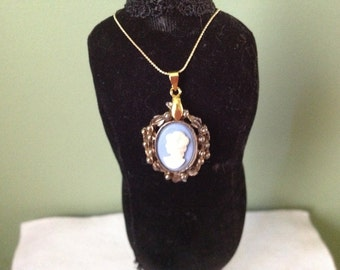Cameo Pendent Necklace