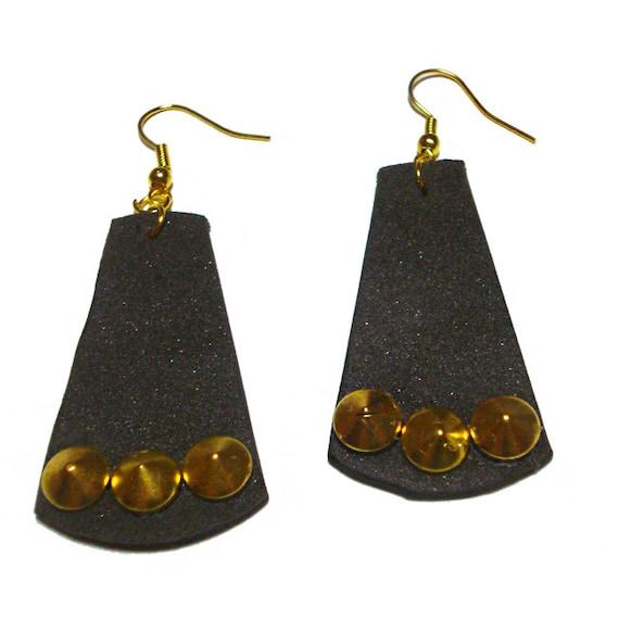 Coll. Rock -  Plate Orecchini in Moosgummi e borchie dorate a cono  - Creati a mano