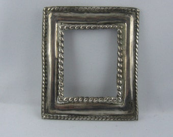 Fragment of an old picture frame (or an icon) in genuine SILVER. Approx. 6.2 x 7.2 cm. Vintage