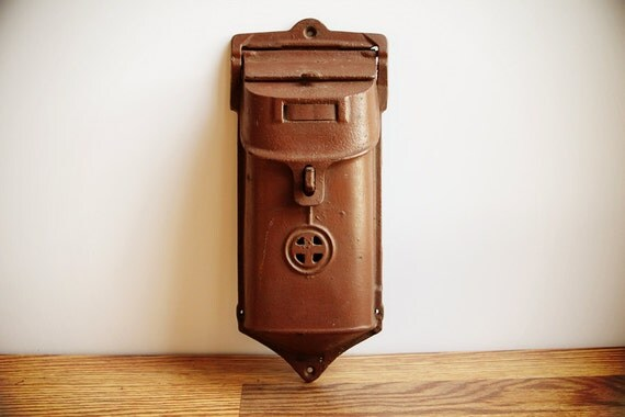 Early 1900s Vintage Griswold Cast Iron Mailbox / Antique Old