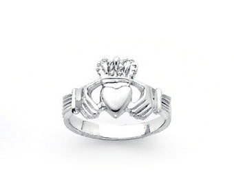 Sterling Silver hi-polished Ladie's Claddagh ring.