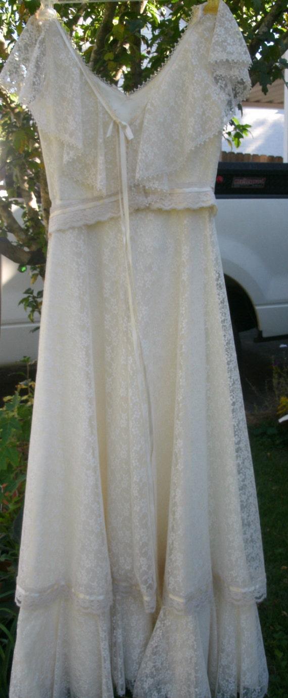 Vintage Prairie Ivory Lace Wedding Dress