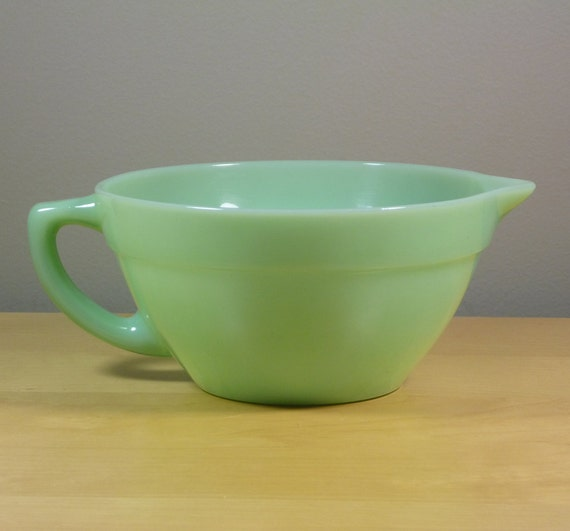 Fire King Jadeite Batter Bowl, 1940s With Handle and Pour Spout, Light Green Excellent Condition