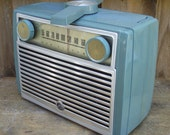 RCA Victor Globetrotter 1950s AM Tube Radio
